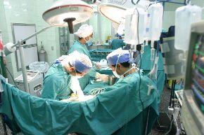 Cirujanos de EsSalud pusieron a prueba todas sus capacidades al efectuar 10 trasplantes, algunos dobles, en diferentes hospitales. Foto: ANDINA.