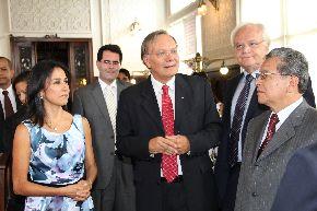 Primera Dama, Nadine Heredia, visita Fundación Oswaldo Cruz FIOCRUZ.