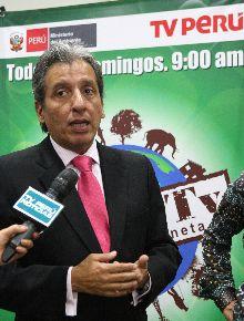 """Ministro del Ambiente, Manuel Pulgar-Vidal, en lanzamiento de programa televisivo AmbienTv """"Descubre tu planeta"""". Foto: ANDINA/Héctor Vinces."""