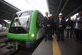 El Ministro de Transportes, Carlos Paredes Rodríguez, supervisó los nuevos vagones del tren próximos a funcionar. Foto: ANDINA/Juan Carlos Guzmán Negrini.