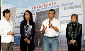 El Jefe del Estado, Ollanta Humala; la Primera Dama, Nadine Heredia; la ministra de Trabajo, Nancy Laos; y la presidenta de Essalud, Virgina Baffigo, en una anterior ceremonia en el hospital Almenara.