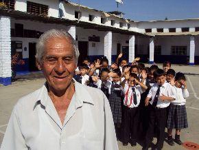 El trabajador Víctor Alcántara es uno de los más entusiastas para la entrega de desayunos escolares a los alumnos de Cascas, La Libertad.
