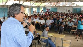 Relator de Naciones Unidas, James Anaya, se reúne con comunidades indígenas en Andoas, Loreto. ANDINA/Difuisión