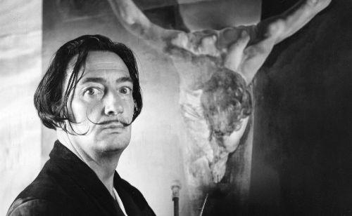 Pintor español Salvador Dalí. Ilustración:
