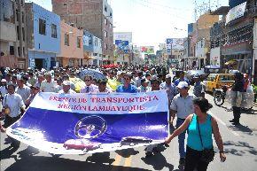 Gremio de transportistas participó en la movilización contra alcalde de Chiclayo.