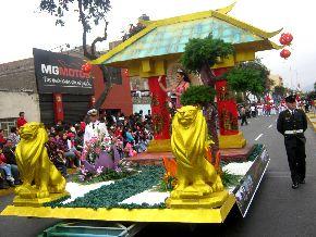 El tradicional Festival de la Primavera de Trujillo destaca por el colorido de su curso.