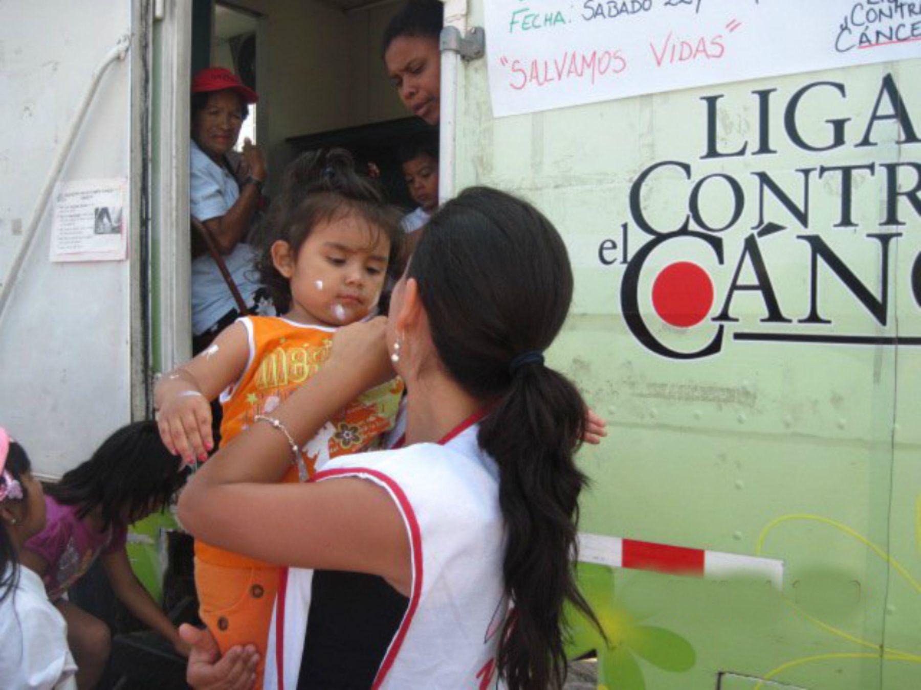 Buscan recaudar fondos para continuar labor de Liga contra el Cáncer. Foto:. ANDINA/Difusión