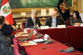 El congresista Daniel Abugattás Majluf instaló el Grupo de Trabajo sobre Cambio Climático, con la asistencia de legisladores de distintas bancadas así como el ministro del Ambiente, Manuel Pulgar Vidal, y la representante del PNUD en el Perú, Rebeca Arias. Difusión