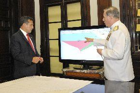 """El Presidente de la República, Ollanta Humala Tasso, monitoreó el inicio de operaciones de las tareas encomendadas a dos naves de la Marina de Guerra del Perú en aguas del denominado """"triángulo exterior"""" que la Corte Internacional de Justicia de La Haya reconoció ayer como peruanas. ANDINA/Prensa Presidencia"""