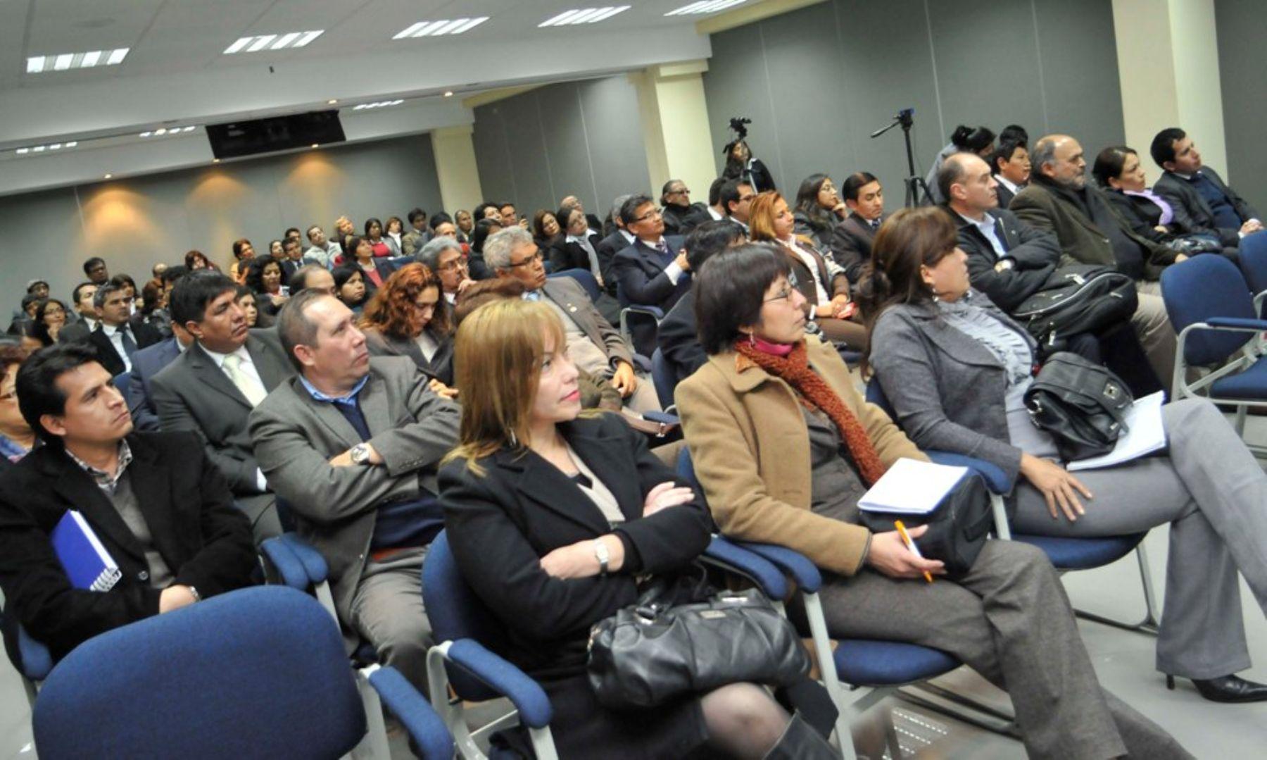 Revista mi regi n pcm realizar en ica siete talleres for Oficina gestion ica