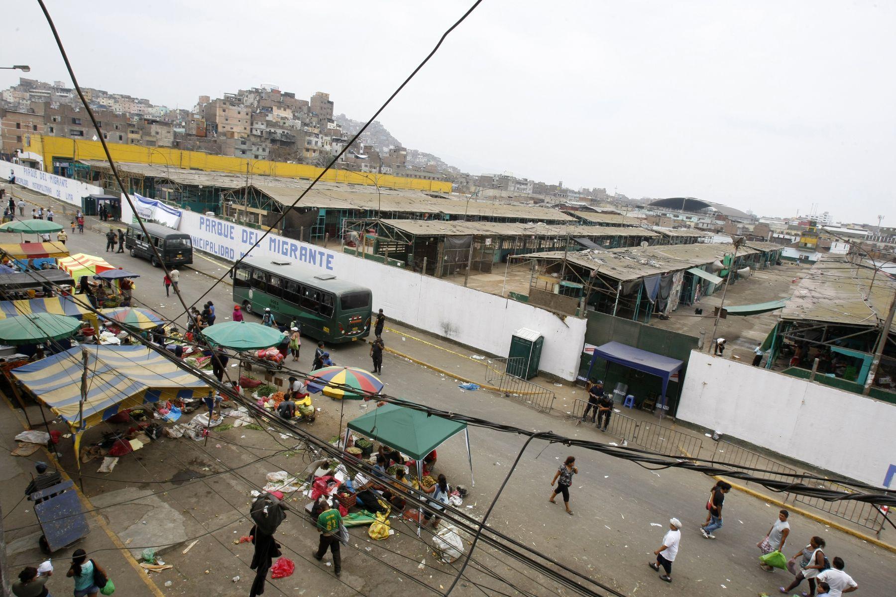 de Lima pide apoyo a PNP para garantizar salubridad en La Parada