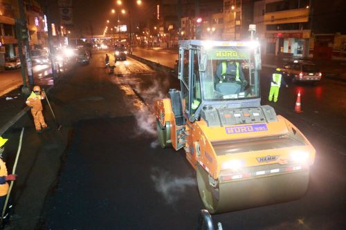 Reparación de pavimento en Carretera Central por parte de Emape.