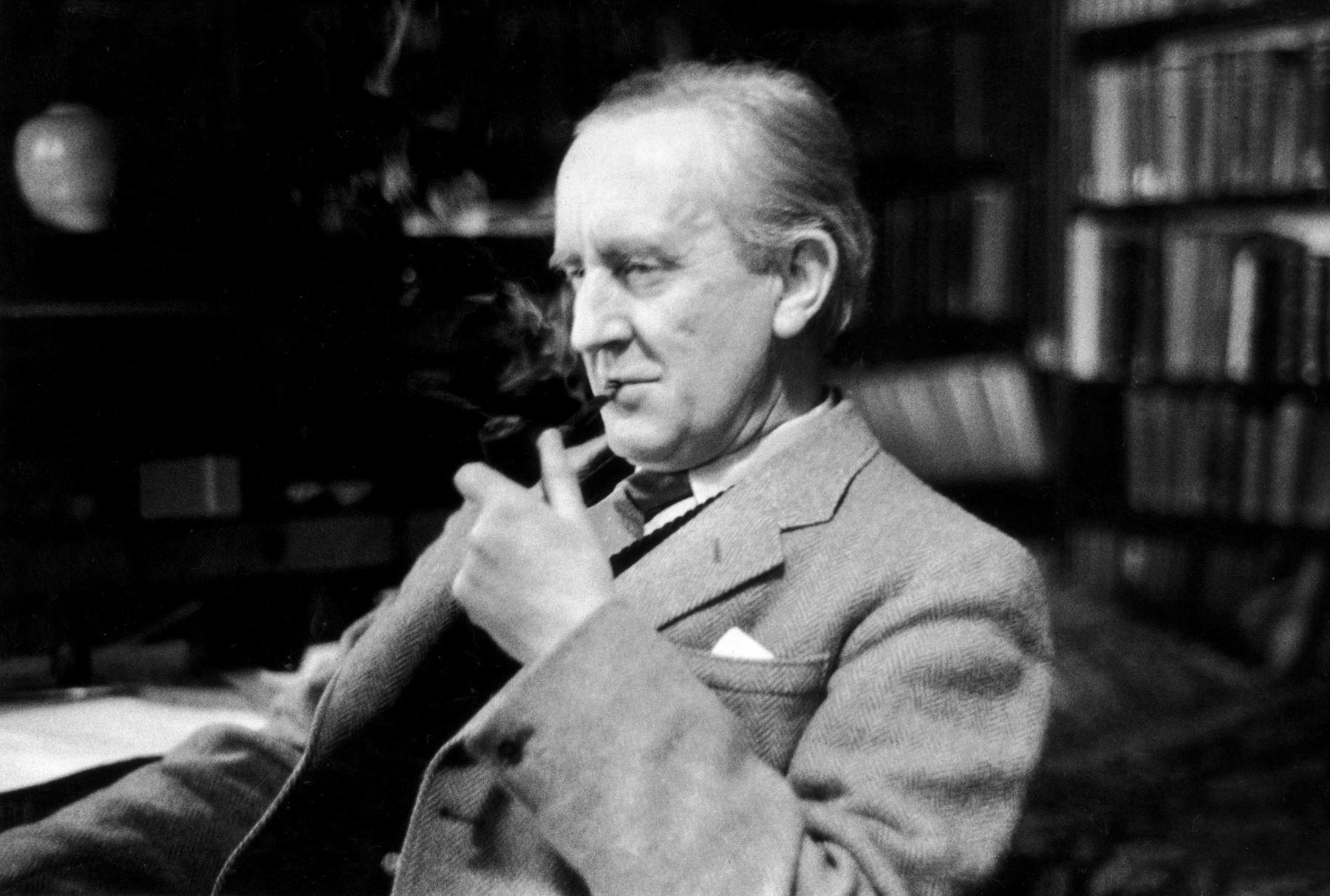 Escritor John Reuel Tolkien. INTERNET/Medios