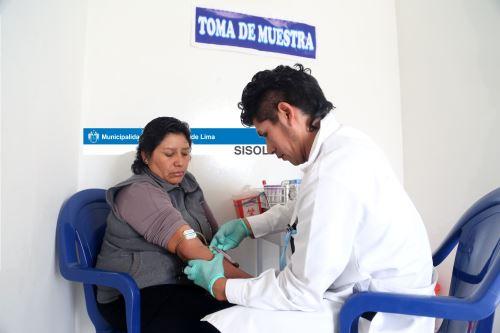 Con solo una gota de sangre se pueden detectar hasta 25 tipos de enfermedades. Foto: ANDINA/Difusión.