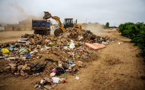 Pecach organiza campaña de limpieza en el entorno del complejo arqueológico Chan Chan.