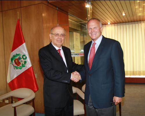 Presidente del directorio de Petroperú, Pedro Touzett, y presidente de GeoPark, James F. Park.