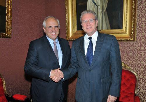 El canciller peruano Gonzalo Gutiérrez, y el Secretario General de la Unión de Naciones Suramericanas (Unasur), Ernesto Samper.ANDINA/Difusión