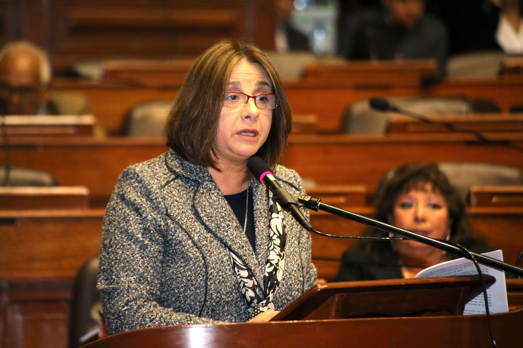 Ministra de Salud responde pliego interpelatorio en el Congreso de la República.