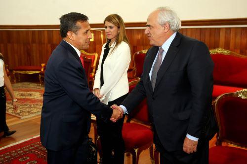 Presidente peruano Ollanta Humala recibe en audiencia a Ernesto Samper, Secretario General de la Unión de Naciones Suramericanas (UNASUR), en Palacio de Gobierno. ANDINA/Prensa Presidencia