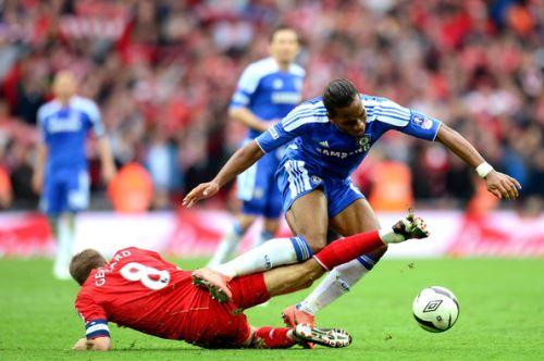 Steven Gerrard de Liverpool y Didier Drogba de Chelsea.