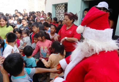 Chiclayo: 2,000 niños de pueblos jóvenes disfrutaron de show navideño. Foto: ANDINA/Silvia Depaz.
