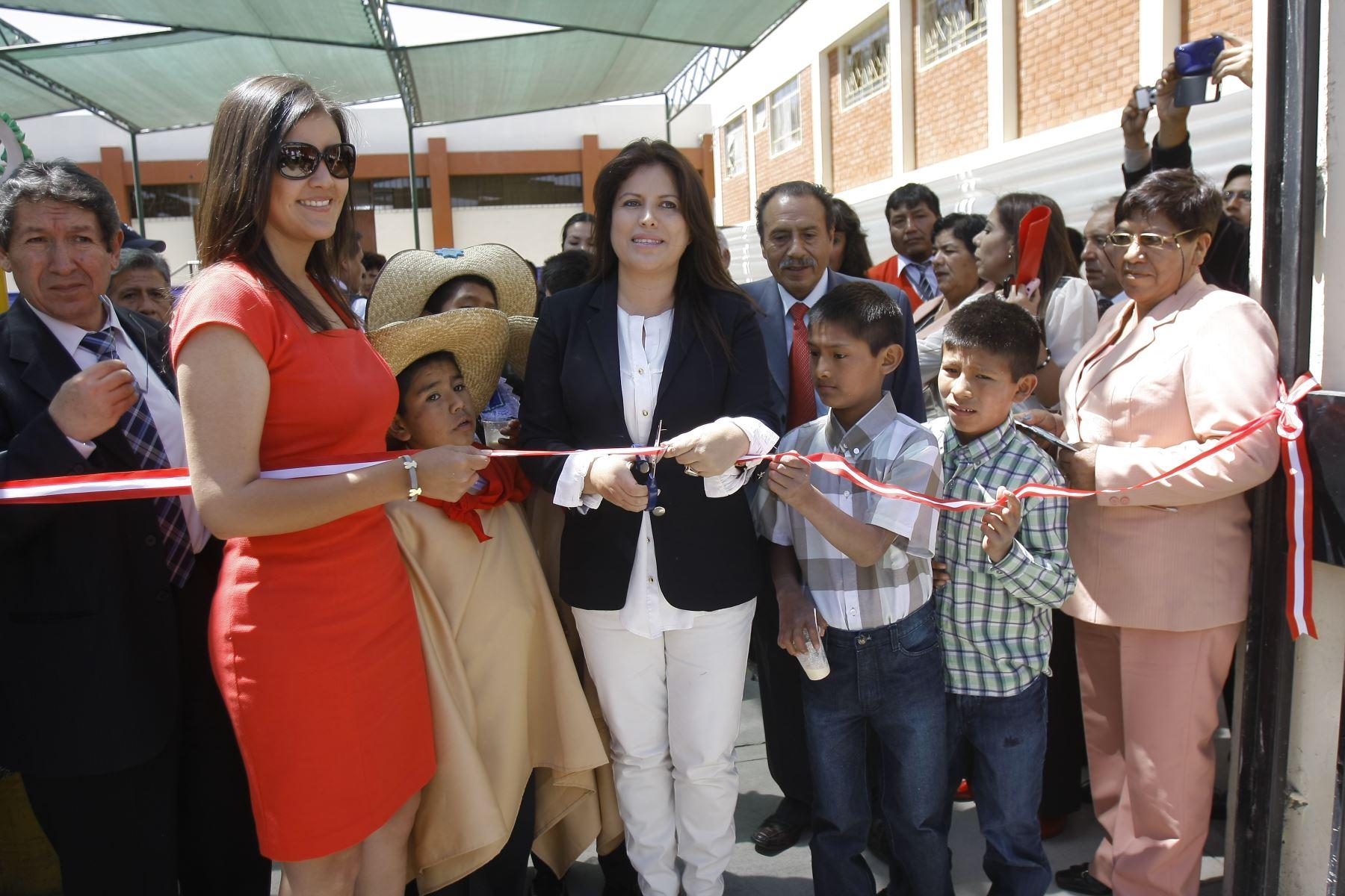 Ministra de la Mujer, Carmen Omonte con presidenta electa de Arequipa.