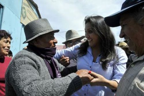 Presidenta del Congreso, Ana María Solórzano, visitó a poblaciones vulnerables de la región Arequipa.