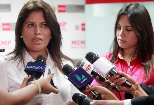 Ministra de la Mujer Carmen Omonte con Romy Schroth  Foto: Andina/Melina Mejía