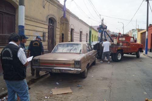 Vehículos eran usados como depósitos de desperdicios. Foto: Difusión.