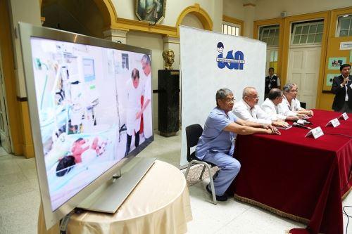 Conferencia de representantes del Instituto Nacional de Salud del Niño sobre caso de siamesas.