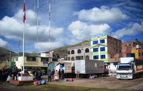 Policía intervino a camiones que trasladaban productos de contrabando. ANDINA
