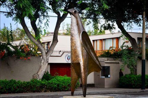 """Escultura """"El Pájaro"""" del reconocido artista ecuatoriano Oswaldo Guayasamín."""