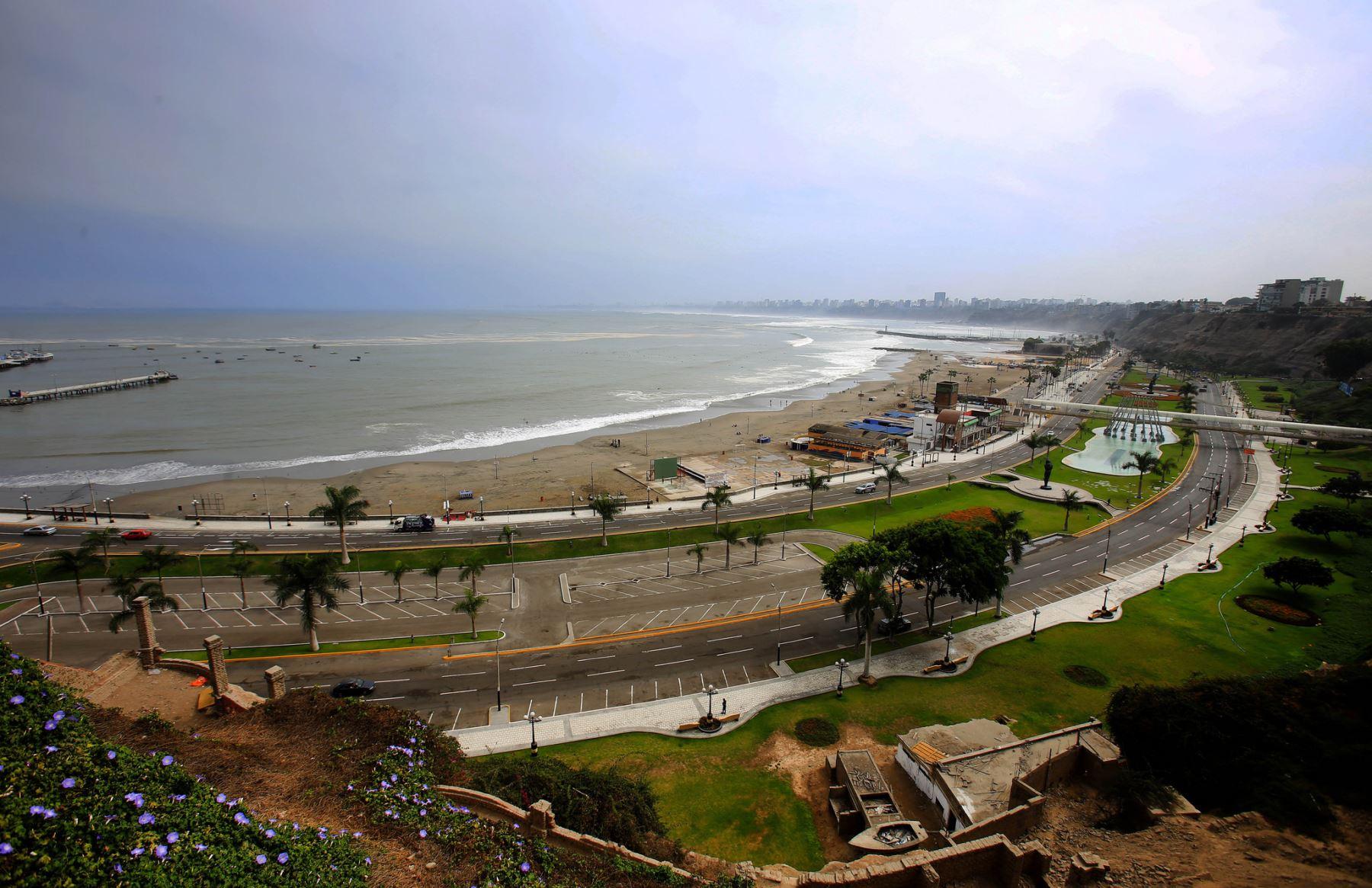 Alcalde de Lima, Luis Castañeda Lossio, aseguró que se preservará las playas y otras zonas de recreación pública en la Costa Verde.