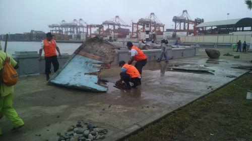 La Municipalidad Provincial del Callao realiza campaña de limpieza y mantenimiento de la Plaza Grau y del Asentamiento Humano San Judas Tadeo, sector que resultó seriamente afectado por el embate de olas de más de cuatro metros de altura que inundaron la zona.
