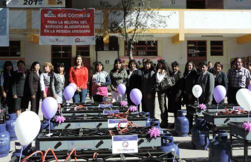 A, acto de entrega de cocinas asistió la gobernadora regional de Arequipa, Yamila Osorio.