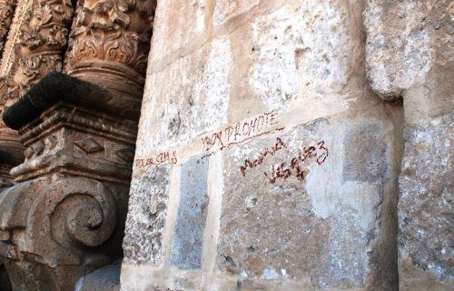 Desconocidos realizan pintas en histórica iglesia Belén de la ciudad de Cajamarca. ANDINA/Eduard Lozano