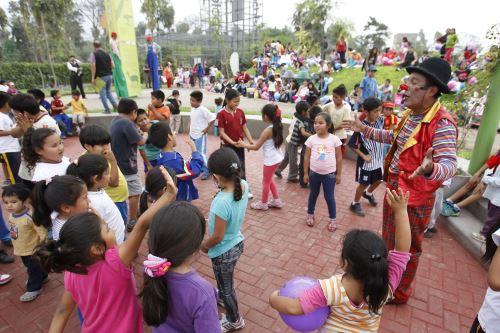 Celebran Día Internacional del Derecho al Juego en diversos parques zonales de Lima.