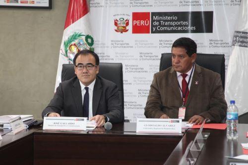 Ministro del MTC, José Gallardo y el gobernador regional, Glodoaldo Alvarez, durante reunión, Foto: MTC,