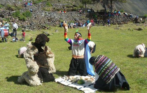 Festividad en Pasco se inició con una ceremonia de pago a la tierra. Foto:                ANDINA