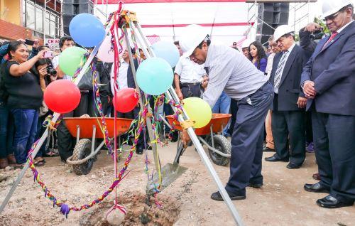 Con una ceremonia iniciaron las obras de saneamiento en distrito de Villa Rica, en Pasco.