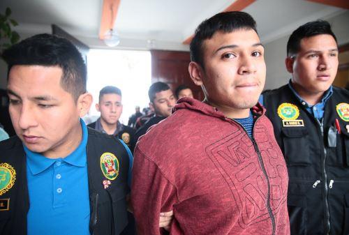 Presentan a presunto atacante de suboficial PNP Marco Lema. Foto: ANDINA/Carlos Lezama