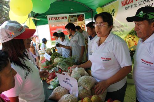 En feria usuarios de Haku Wiñay mostraron y vendieron sus productos.
