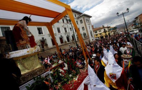 Miles de cusqueños participan de procesión del Señor de Huanca, imagen recientemente restaurada. ANDINA/Percy Hurtado