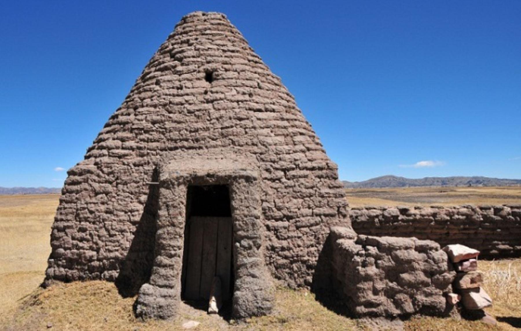 Putuco, vivienda tradicional del altiplano de Puno elaborada a base de bloques de barro y pasto, reconocida como Patrimonio Cultural de la Nación. Ministerio de Cultura