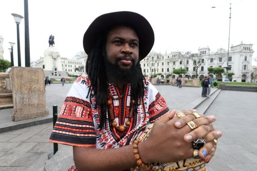 Escritor nigeriano Onyeka Nwelue