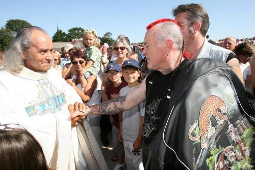 """Padre Guy Gilbert, conocido como el  """"párroco de los marginados"""" Foto: AFP"""