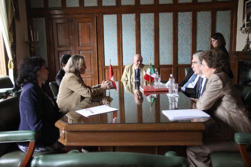 Autoridades del sector cultura del Perú y México