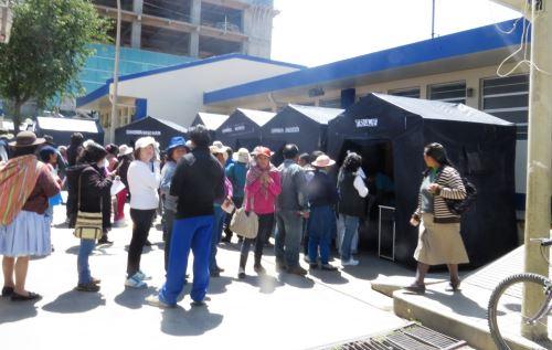 Un gran número de pobladores asistieron a campaña médica de prevención del cáncer en Huancayo. ANDINA/Pedro Tinoco