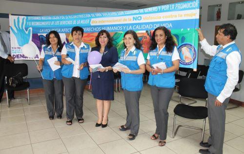 Ministerio Público organizó en Chiclayo una campaña de sensibilización para prevenir casos de violencia contra la mujer. ANDINA/Silvia Depaz