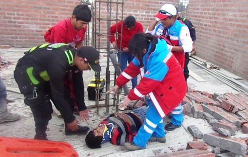Obrero de construcción civil de Huancayo resultó herido tras caída de pared.Foto:  ANDINA/Pedro Tinoco